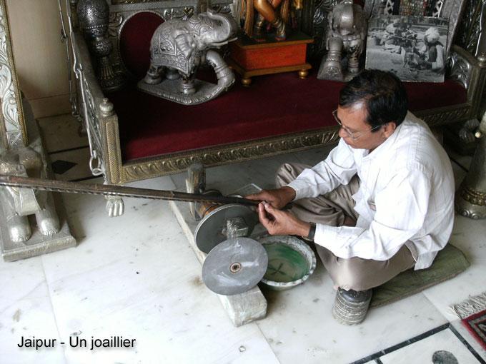 Vous regardez une image de l'article: Un voyage en Inde vaut bien une carte postale !